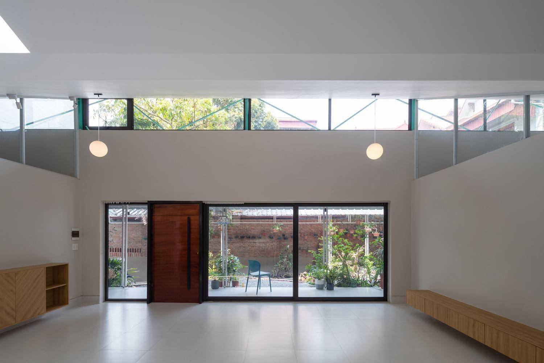 cửa kính tạo cảm giác thông thoáng cho mẫu nhà cấp 4 nông thôn mái tôn