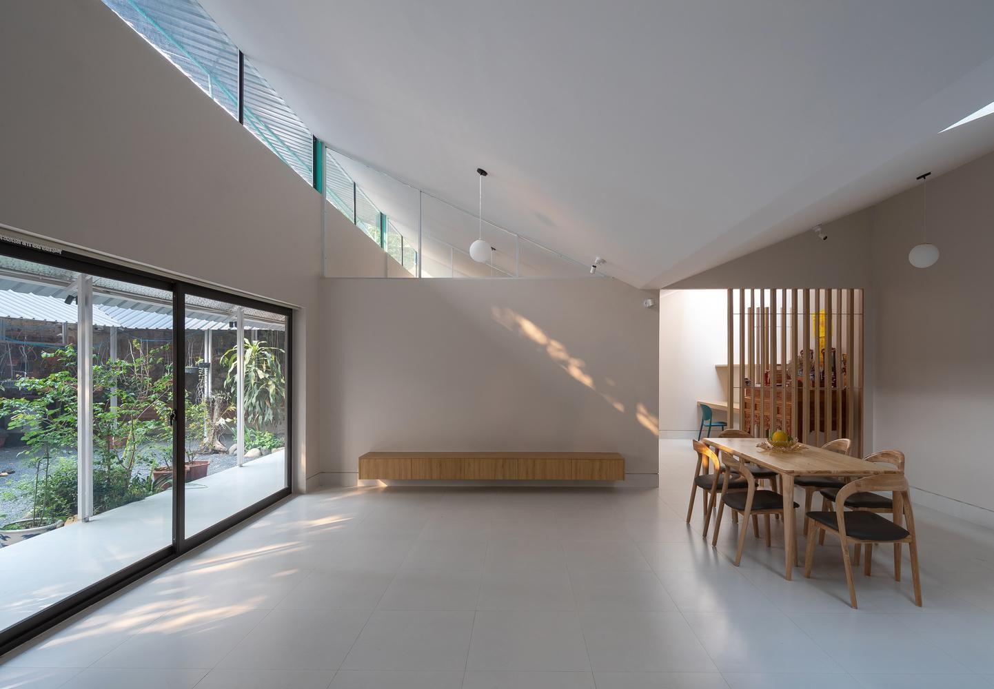 cửa kính giúp tận dụng ánh sáng triệt để của mẫu nhà cấp 4 nông thôn mái tôn